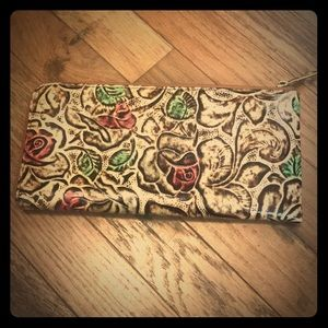 Rose patterned clutch